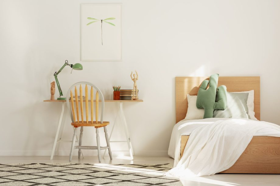 White,And,Wood,Scandinavian,Kid's,Room,With,Bed,And,Workspace