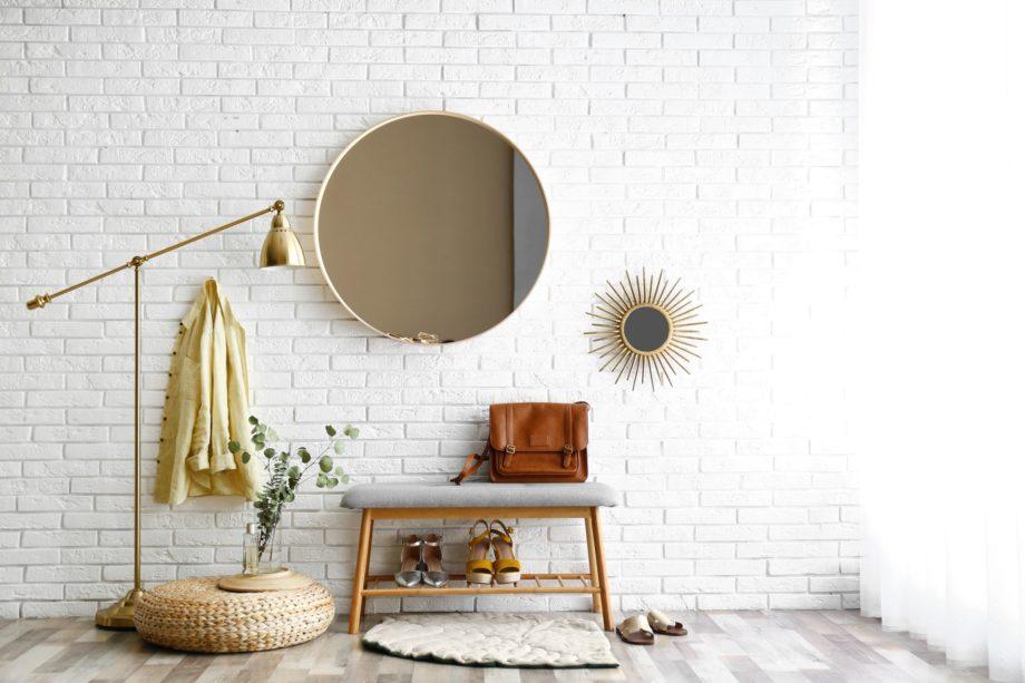 Hallway,Interior,With,Big,Round,Mirror,And,Shoe,Storage,Bench