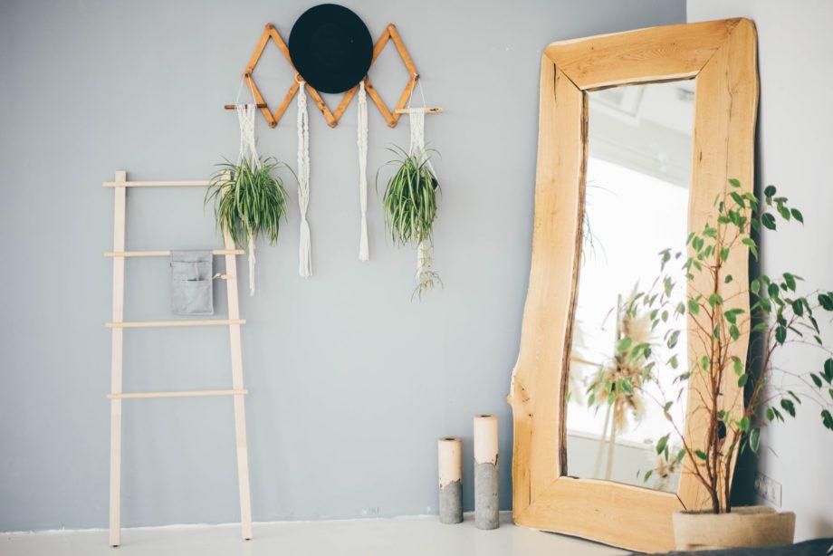 Scandinavian,Hallway,Interior,With,Big,Mirror,And,Plants.