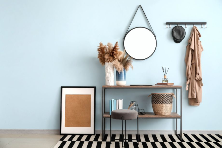 Interior,Of,Modern,Hallway,With,Mirror