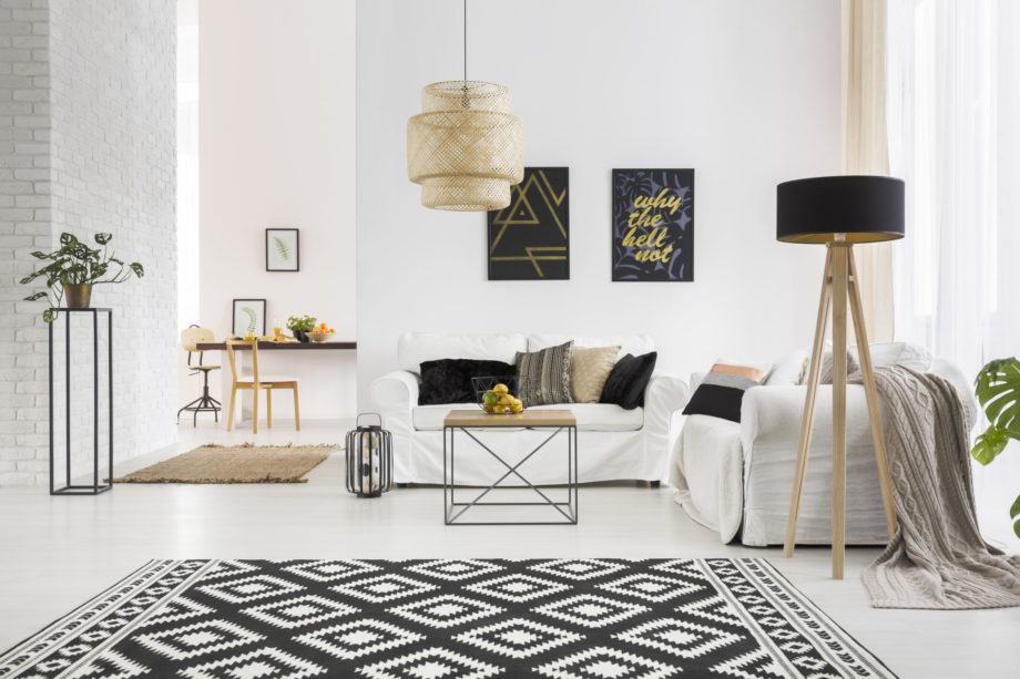 Apartment,With,White,Brick,Wall,,Sofa,,Table,And,Pattern,Rug