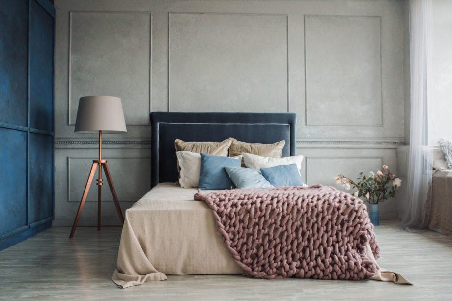 Interior,Of,Cozy,Bedroom,In,Modern,Design,With,Craft,Floor